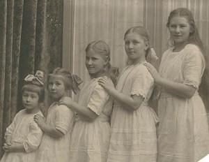 C.K., Elisabeth, Adeline, Mary, Grace - 1922